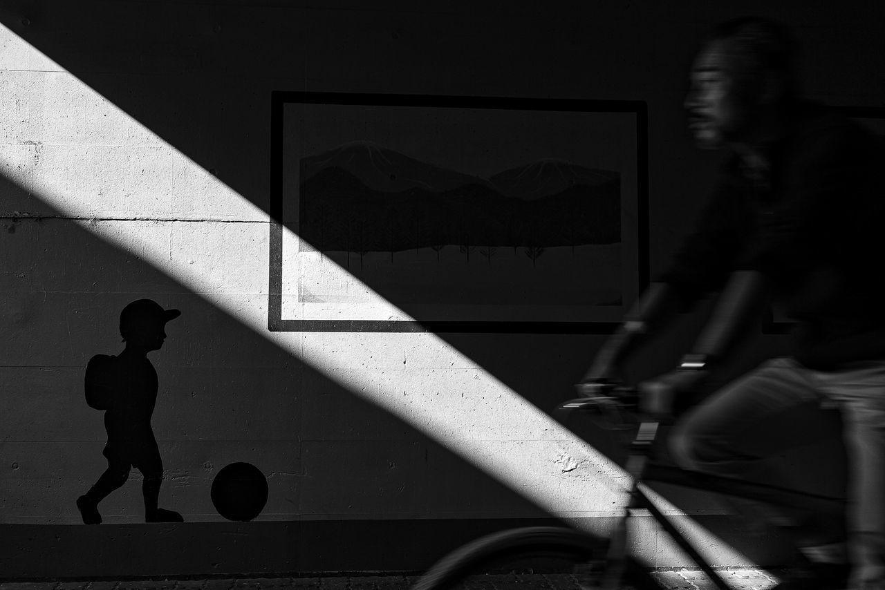 Monochrome_Photography Monochrome Photography B&w Street Photography Streetphotography_bw Streetphoto_bw Streetphoto Light And Shadow Street Photography Streetphotography The Week Of Eyeem Japan Tokyo People