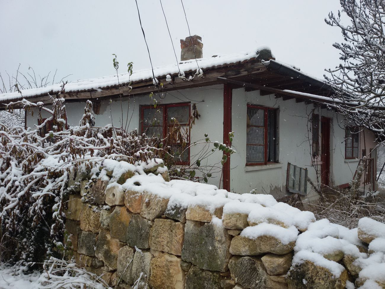 First Snow Winter Old House House Cold Temperature Snow Stone Wall Stone Material Building Exterior Village View Village Life Ilovephotography Hello World Village Photography Village Hanging Out Mobilephotography Check This Out Eyee4photography EyeEm Gallery Houses From My Point Of View Architecture_collection Outdoors