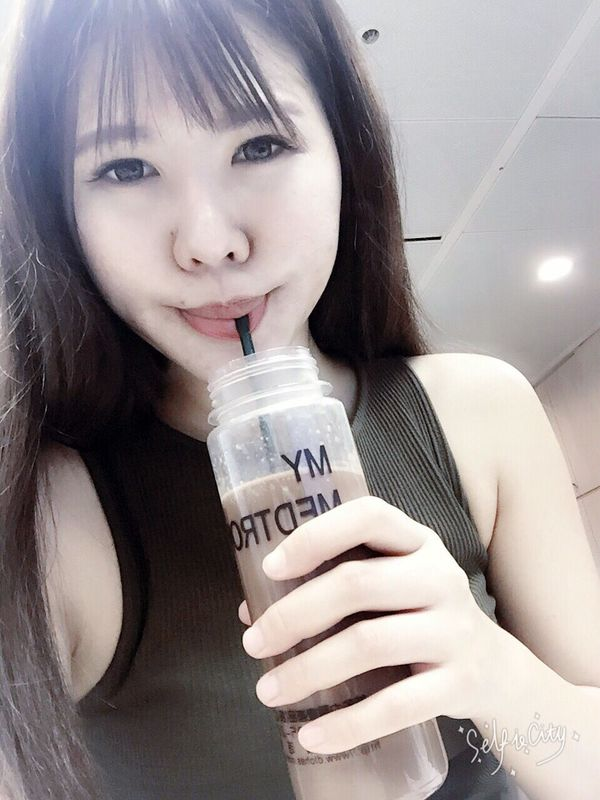 Moments Facial Expression Self Portrait Selfies Headshot Refreshment Temptation Model Food And Drink Asian Culture First Eyeem Photo Portrait Looking At Camera Taking Photos Enjoy Life Ice Tea Enjoying Life Leisure Activity