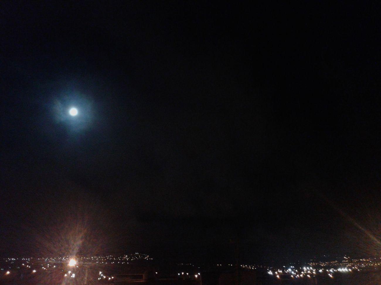 Deus perfeito capaz de fazer uma lua linda como esta! 6° :) ♥ 31 On December