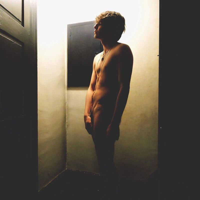 Adults Only Nüde Art. One Man Only One Person Standing Young Adult Indoors  Doorway Men Full Length One Young Man Only People Bodyart Naked_art Sensual_photo Statuesque
