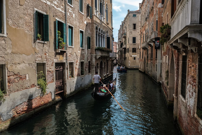 Canale Grande Venedig Gondeln Architecture Building Exterior Built Structure Canal Day Gondola Gondola - Traditional Boat Mode Of Transport Nautical Vessel Outdoors Real People Sky Transportation Water Waterfront Window