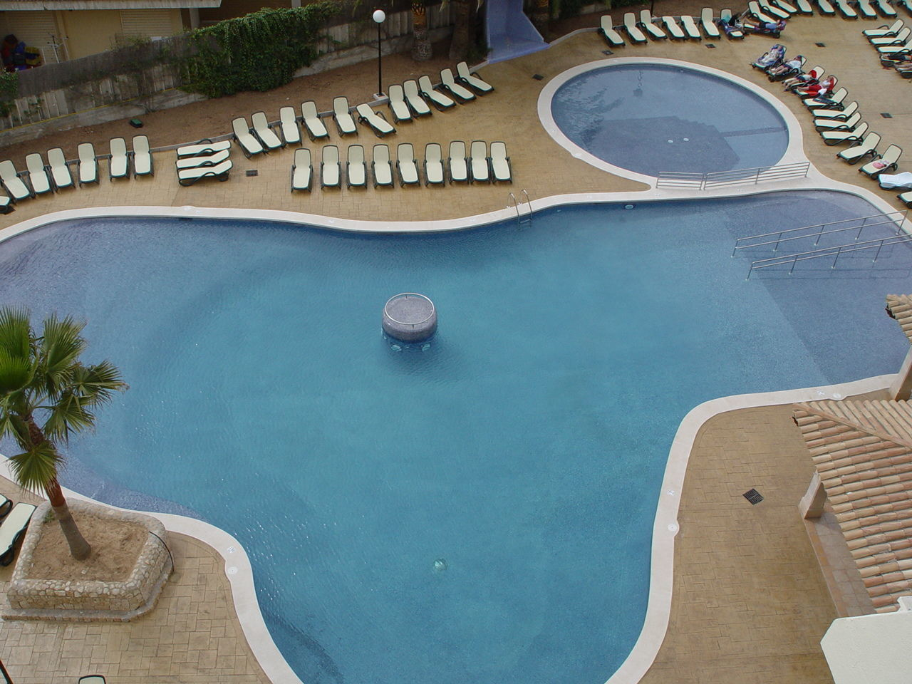 swimming pool, no people, water, day, outdoors