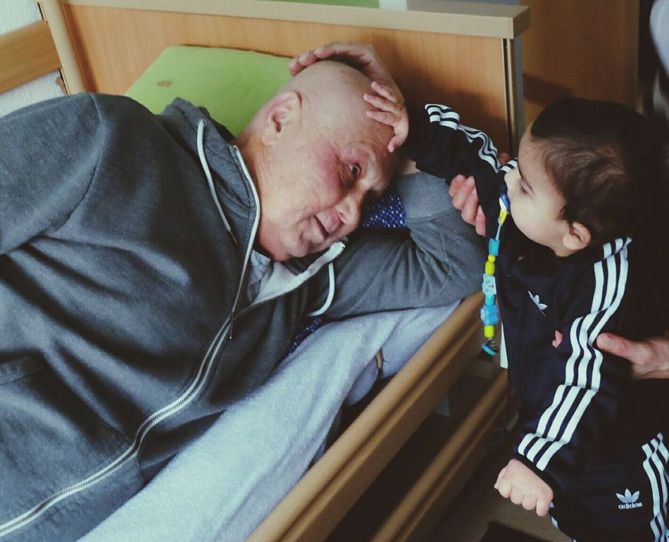 Der krebskranke Opa und der jüngste Enkel 😢 Cancer Grandson Sunshine Indoors  Two People Nike✔ Addidas <3