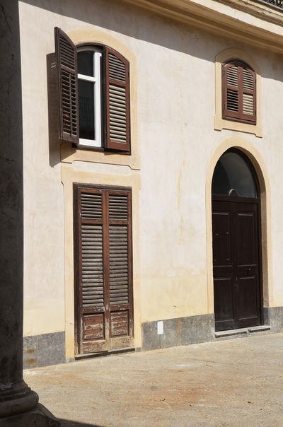 Architecture Brown Building Exterior Built Structure Day Door EyeEm Best Shots EyeEm Gallery EyeEm New Here Italy Life Mediterranean  Museum No People Outdoors Palerme Palermo Palermo, Italy Perspective South Street Streetphotography Sud Window