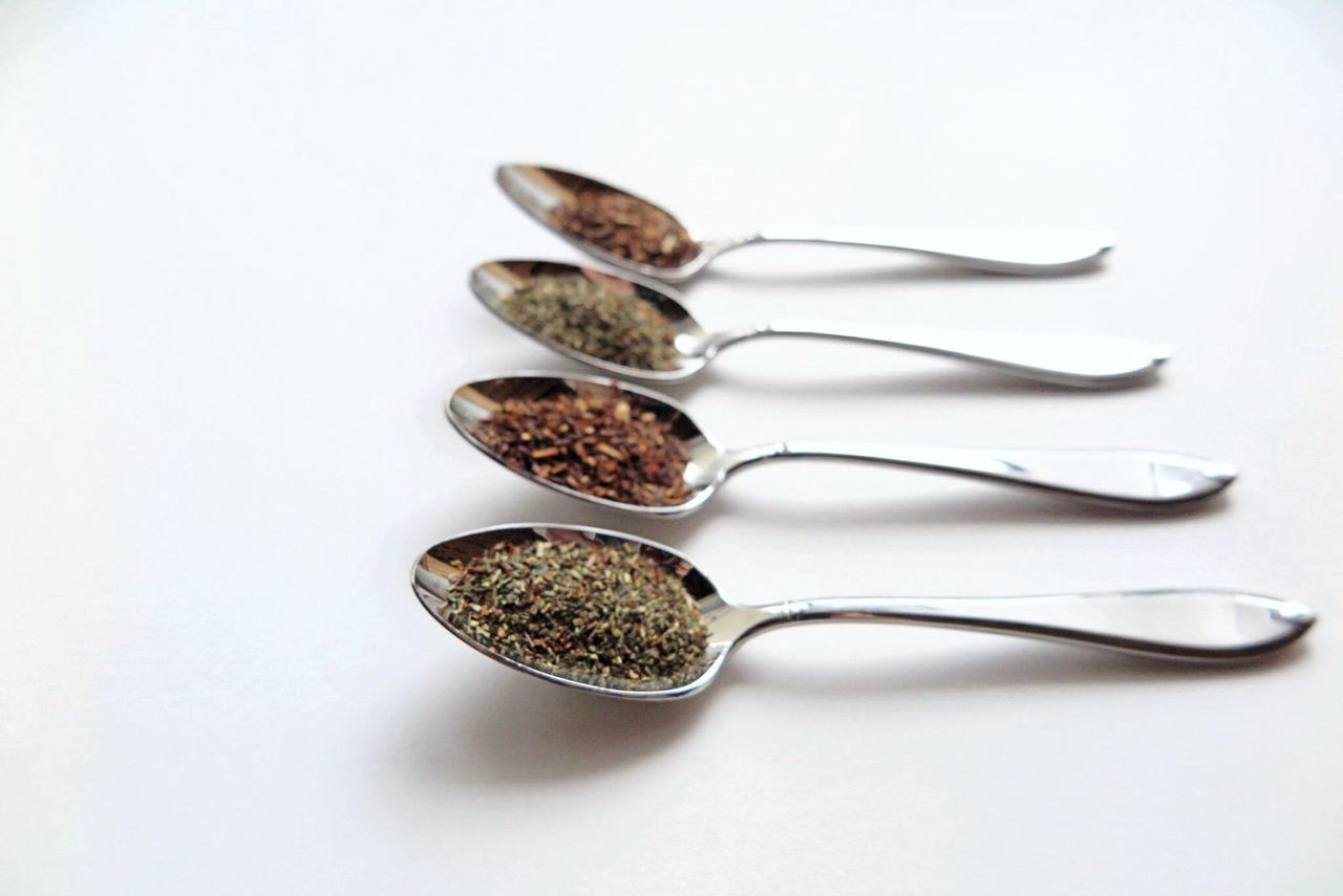 Close-up Composition Directly Above Drink Food And Drink Health Healthy Eating Healthylife Herb Herbal Indoors  Learn & Shoot: Simplicity Metal Spoon Still Life Tea Tea Time White Background Showcase: November White Album Pattern Pieces Q wie Quota oder Quarter