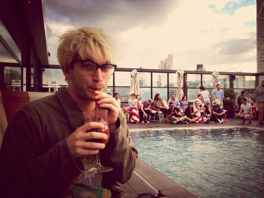 drinking smoothies with @whybray at Shoreditch House by Stephanie