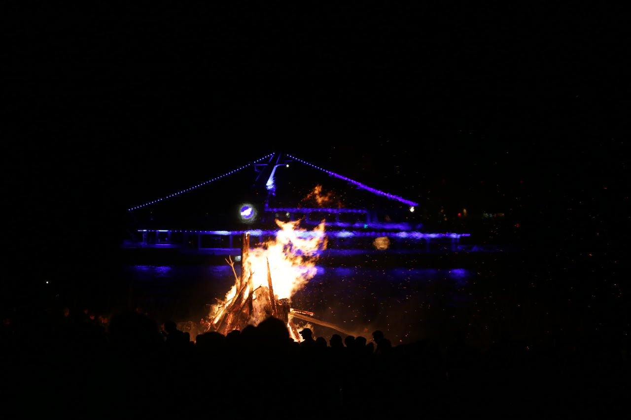 1701, Hamburg, Blankenese, easter fire Arts Culture And Entertainment Blankenese Easter Easter Fire Easter Saturday Elbe Fire Hamburg Illuminated Night Outdoors