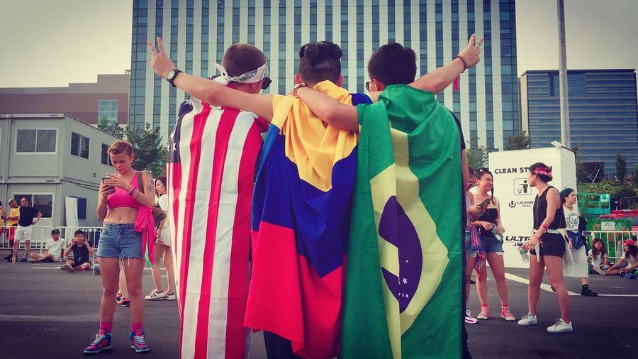 Hermanos, Love & Peace. ✌🏼️🇺🇸🇨🇴🇧🇷✌🏼️ Hermanos Love Peace USA Colombia Brazil Ultrajapan 2016