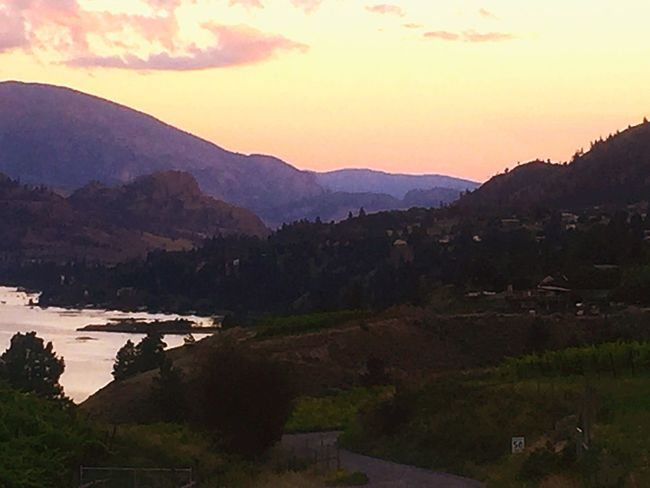 EyeEm Nature Lover Sunset #sun #clouds #skylovers #sky #nature #beautifulinnature #naturalbeauty #photography #landscape Sky_collection Summer Views EyeEm Check This Out Nature Water - Collection Tranquility Popular Skyline At Sunset  Drive Home Okanagan Valley