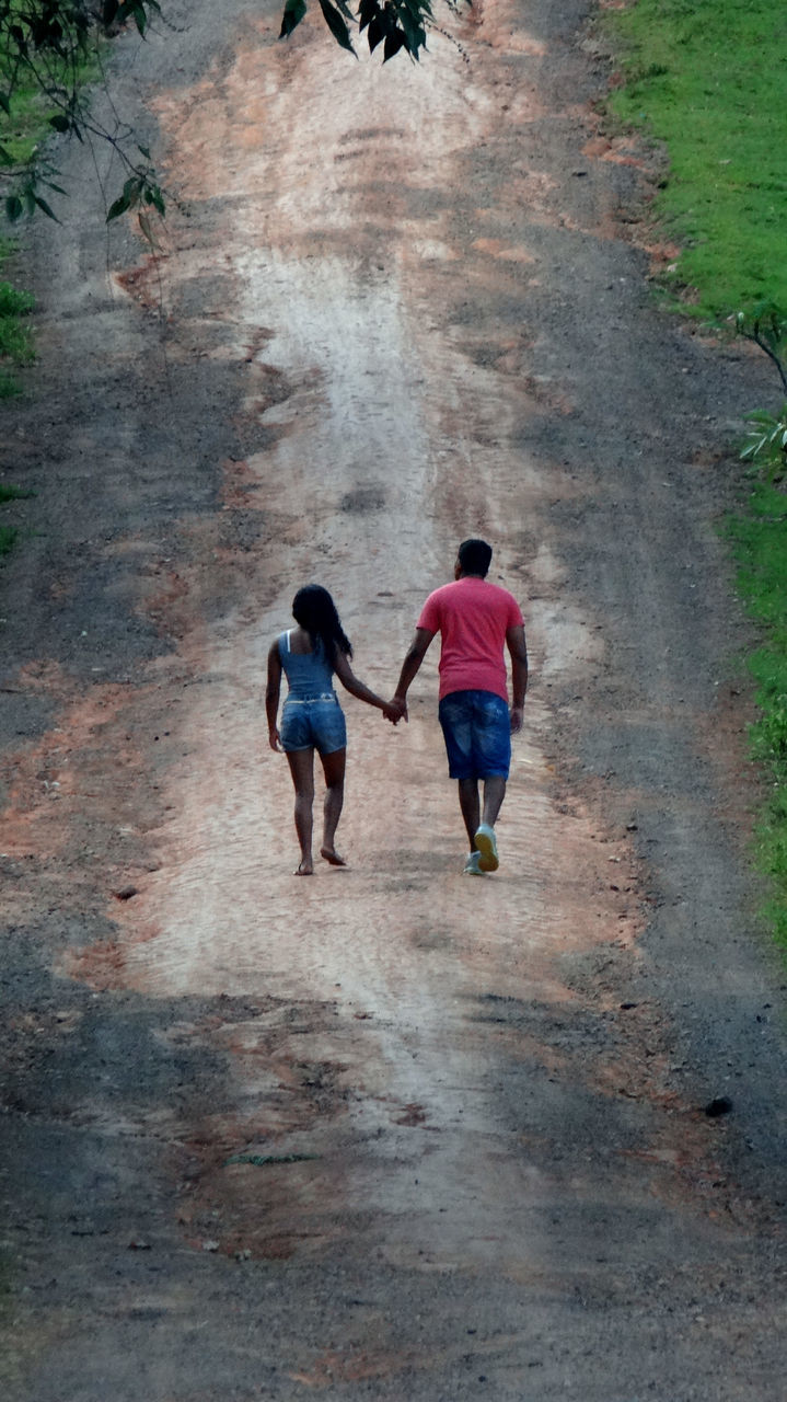 two people, real people, full length, walking, rear view, togetherness, leisure activity, lifestyles, day, men, outdoors, women, bonding, nature, people