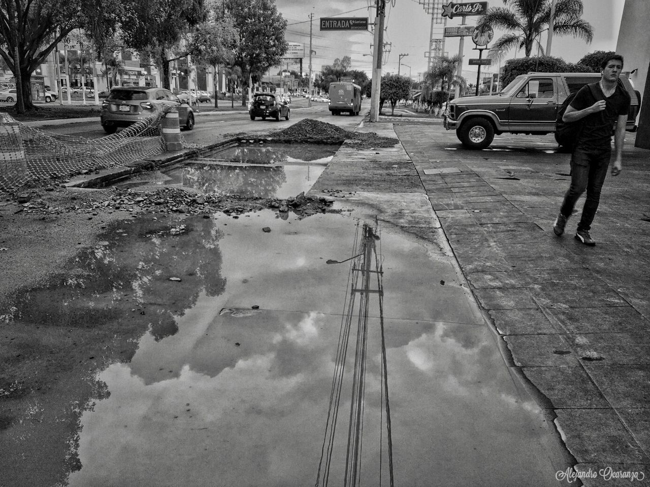 Días de Lluvia Street Urban City Men Water Architecture Blackandwhitephotography Black And White Photography Blsckandwhite B&w Black & White Blake_and_white One Person Day Mexico Photos Guadalajara Jalisco Photography Guadalajara Photo Photographie  First Eyeem Photo Real People Photographer People