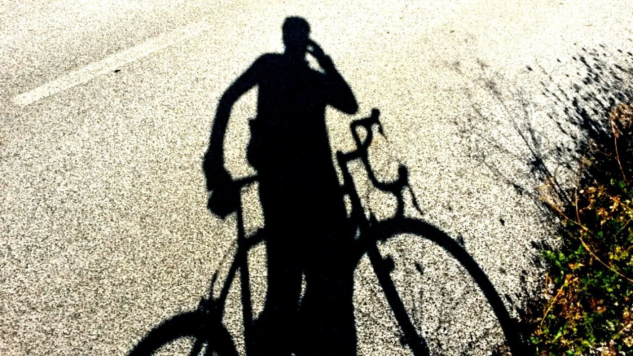 Shadow while bikingbBike Bikes Lampgrafic Lampgrafic@gmail.com