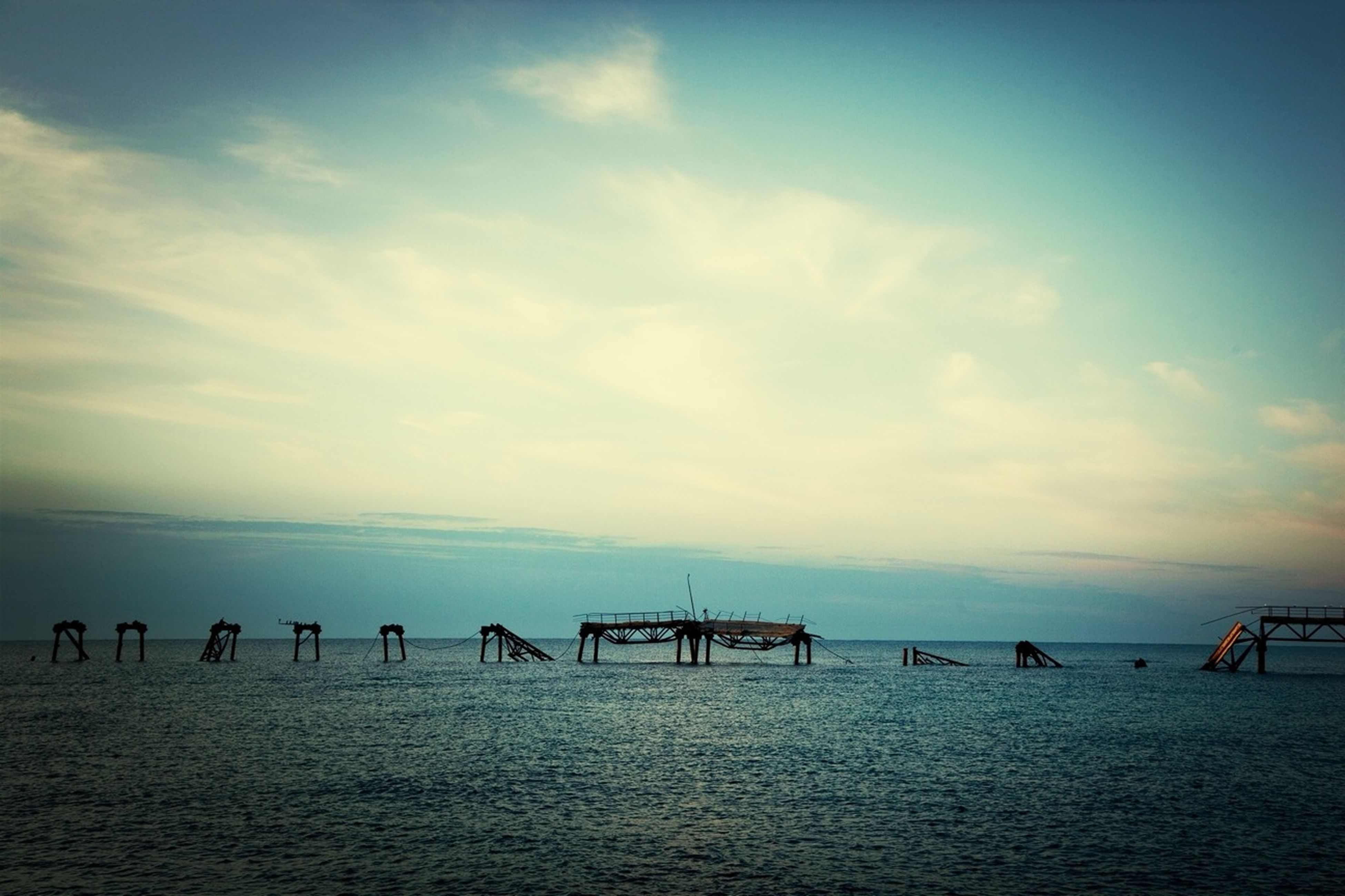 sea, sky, water, tranquil scene, tranquility, horizon over water, cloud - sky, scenics, beach, beauty in nature, cloud, nature, waterfront, pier, cloudy, built structure, incidental people, idyllic, outdoors, blue