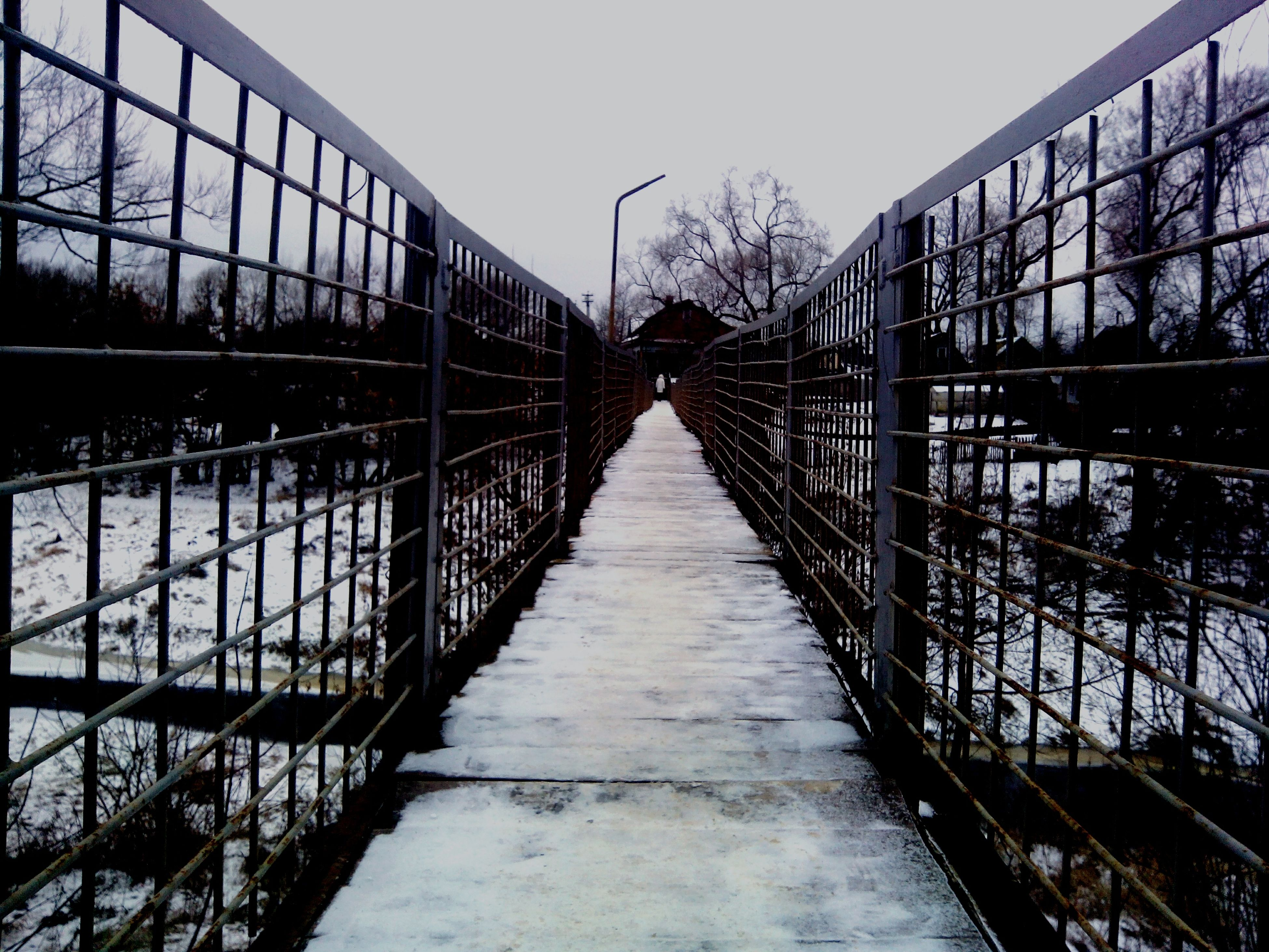 built structure, architecture, connection, the way forward, diminishing perspective, bridge - man made structure, footbridge, vanishing point, sky, railing, building exterior, bridge, transportation, clear sky, long, day, tree, outdoors, water, no people