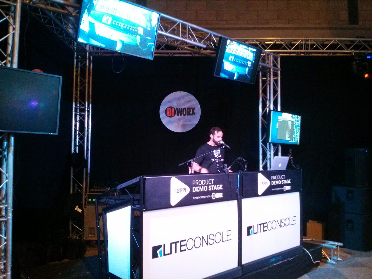 Native Instruments talking about the new Komplete software and keyboard.