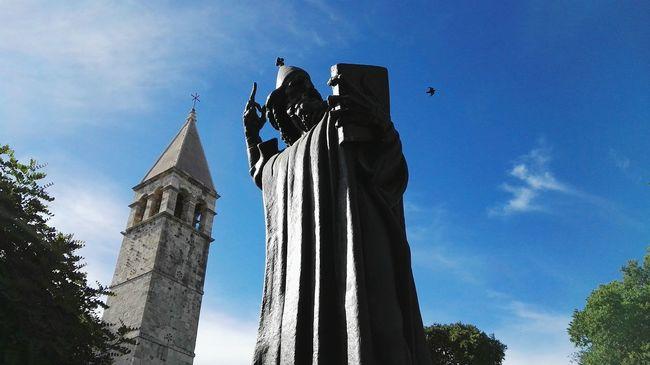 Grgur Ninski Gregory Of Nin Bishop Of Nin Statue Croatia Split Tower Dalmatia Croatia ♡ The Essence Of Summer Summer 2016 Sunny☀ Holidays In Croatia Split Croatia Sky Bird In The Sky Monument Bishop Monument In Croatia Monuments Of The World Monuments & Statues