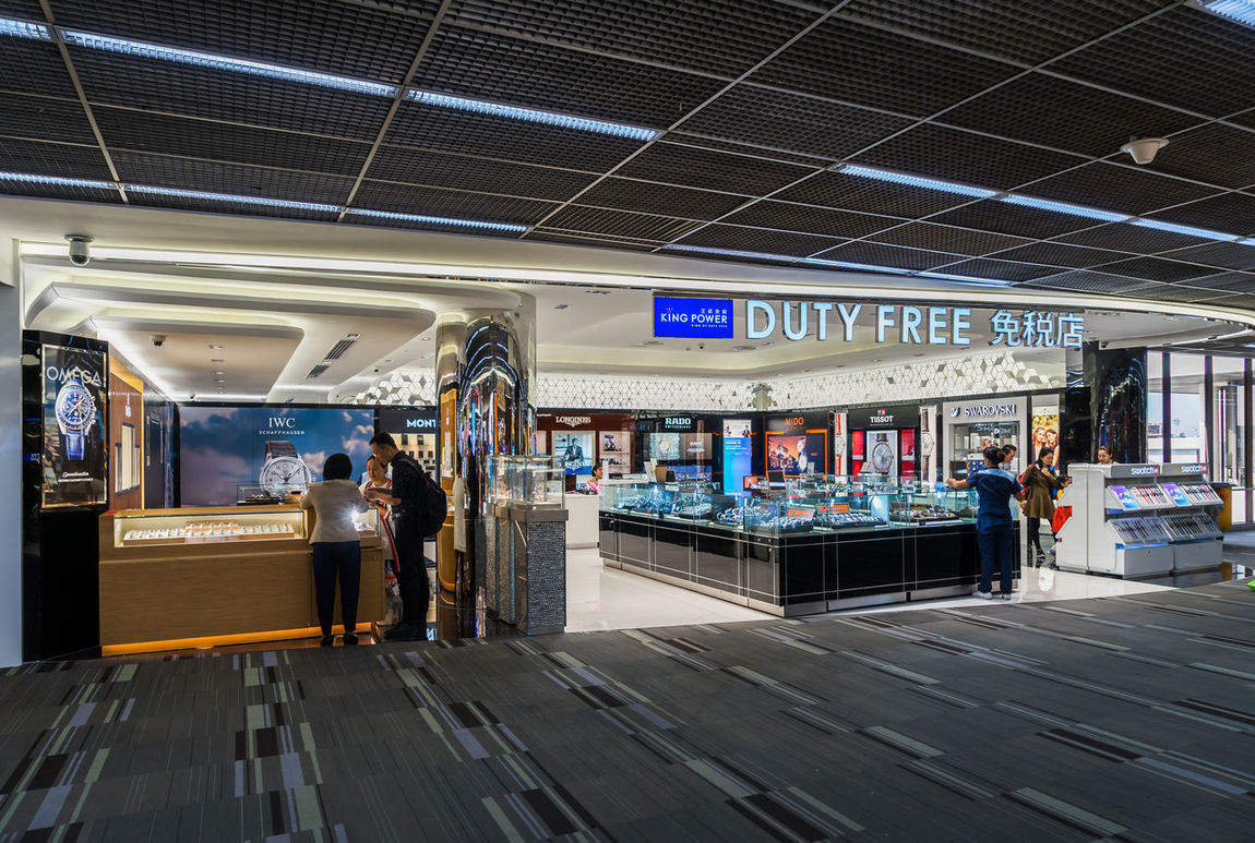 Architecture Day Duty Free Duty Free Shop Full Length Indoors  Large Group Of People Lifestyles Men People Real People Retail  Standing Store Text Transportation