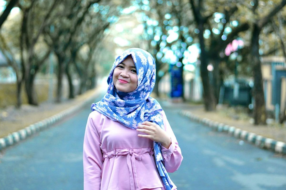 Adults Only One Person One Woman Only Outdoors Eyeglasses  Period Costume Nikonphotography Fashion Photography INDONESIA Nature_collection EyeEmNewHere Portrait Photography Nature Photography Bokeh Photography Bokeh Love Beautiful People Hijabbeauty Hijabfashion Portrait Photooftheday Nikon_photography_ Nikond90