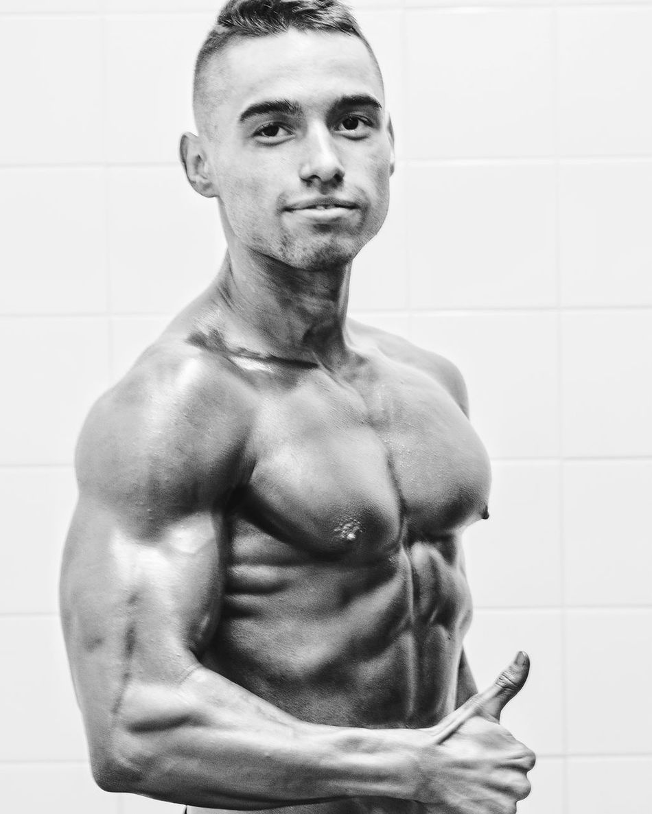 One Person Indoors  Young Adult One Man Only Men Adult Only Men White Background Welcome To Black Black And White White And Black Body & Fitness BodyBuilder Bodybuilding Motivation BodybuilderLifeStyle Bodyfitness Bodybuildinginspiration Bodybuildinglifestyle Culturismo Culturisme Culturist Muscles Muscleman Muscle 💪💪 Muscles!