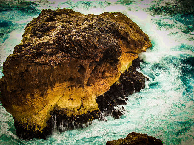 Check This Out Nature_collection Nature Rock Formation Turquoise Water Rocks And Water Rock And Sea Check This Out Waves Crashing Waves And Rocks Fine Art Photography Turqouise Water Turquesa EyeEm Gallery EyeEm Nature Lover Simplicity Seaside_collection Still Life Colour Of Life