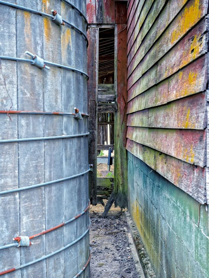 Old Barn Silo Squeeze Textures And Surfaces Tight Squeeze