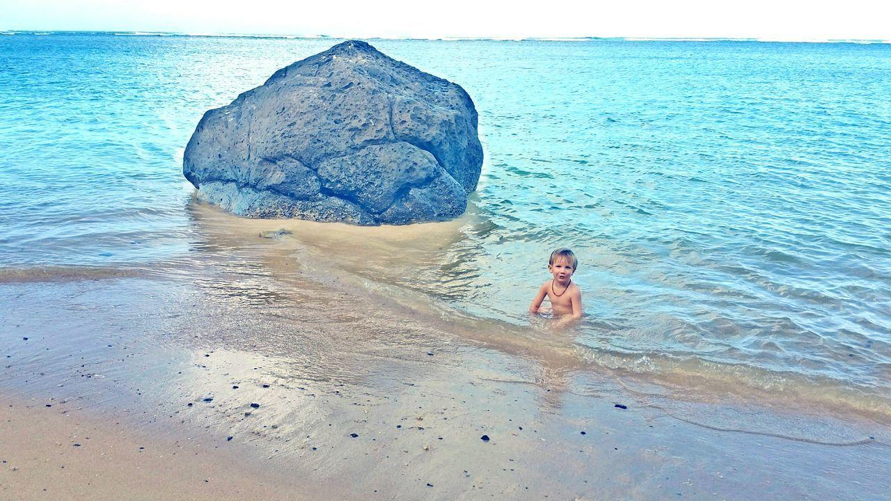 At The Beach Scenery Ocean Open Edit Kauai♡ Hawaii Rock In Ocean Rock Chidhoodmemories Beach Beach Rocks Potrait