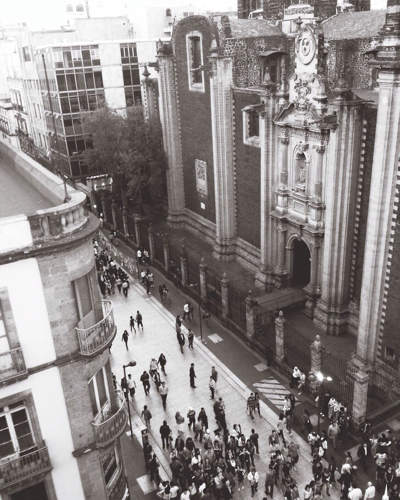 Flying High calle Madero , Centro Historico, Ciudad de México Large Group Of People Architecture High Angle View