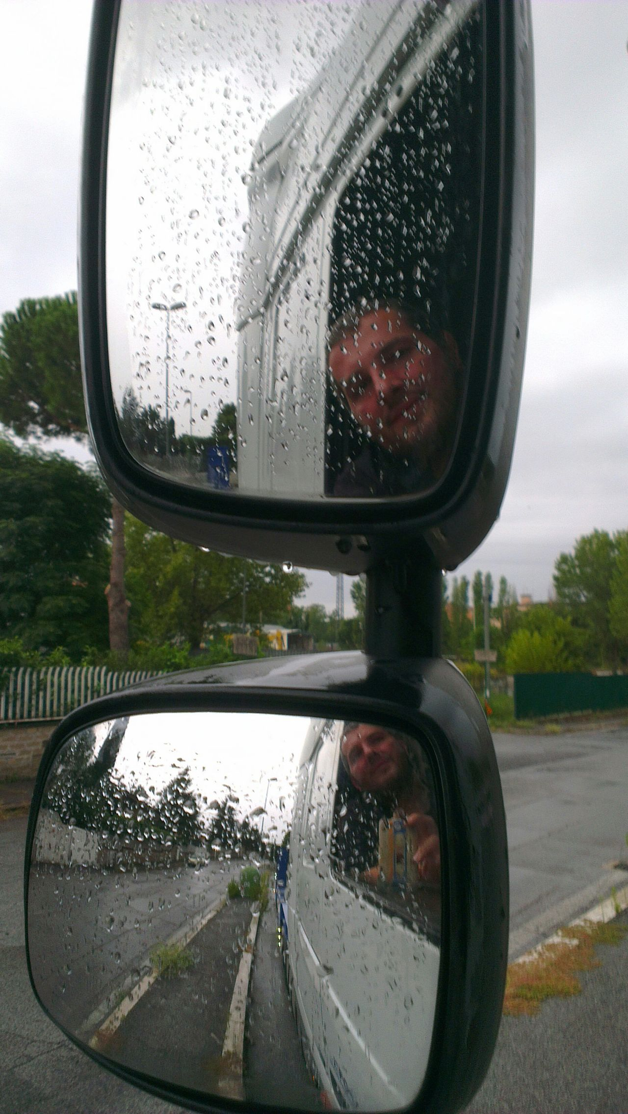 buongiorno! piove... Fotoitaliane On The Road On My Truck Rain Mirrorselfie Hello World Born To Be Wild