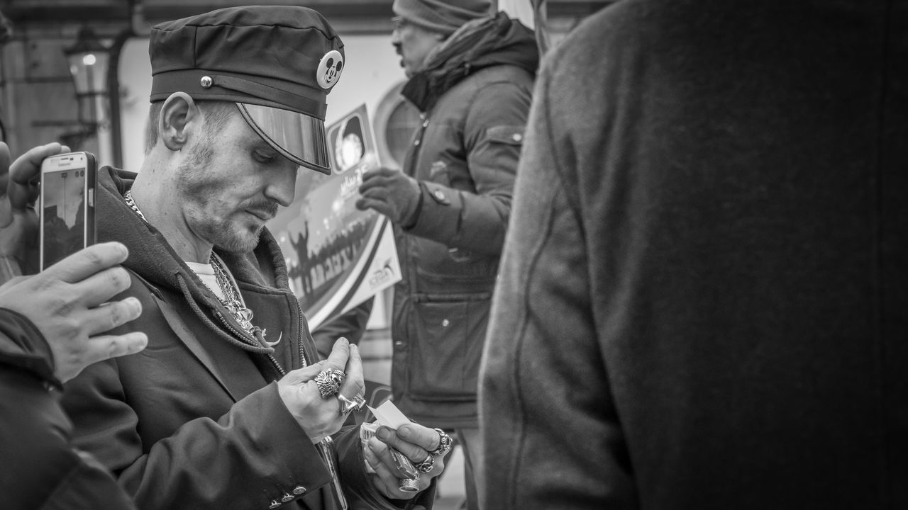 Stranger | #SPBLOG Black & White Black And White Blackandwhite Close-up Frankfurt Am Main Mid Adult Mid Adult Men Monochrome Monochrome Photography People Street Street Photography Streetphoto_bw Streetphotography The Street Photographer - 2017 EyeEm Awards