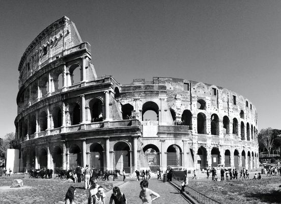 Traveling at Colosseo by Mr Luminous