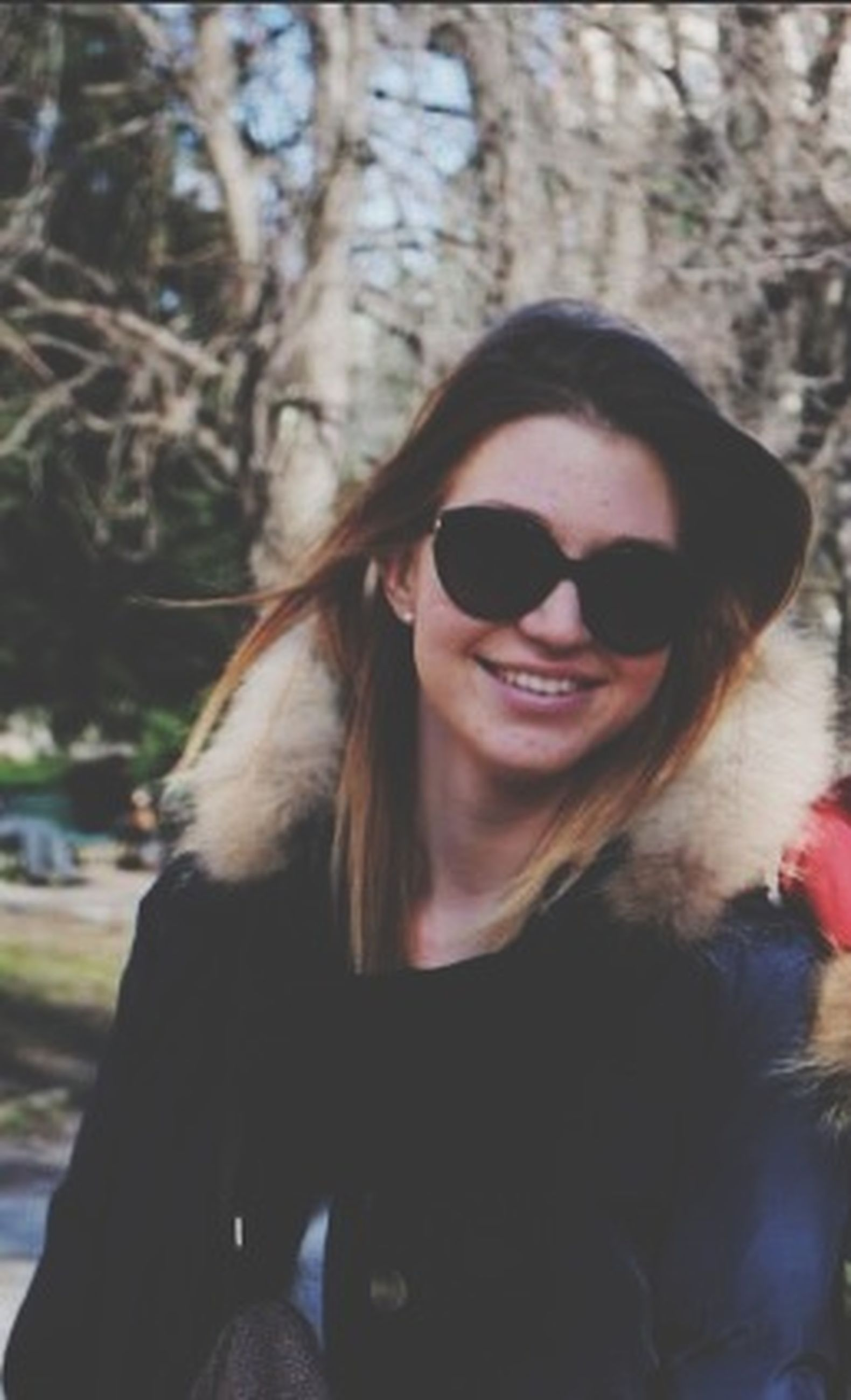 young adult, portrait, looking at camera, lifestyles, person, headshot, leisure activity, young women, sunglasses, front view, head and shoulders, smiling, focus on foreground, tree, casual clothing