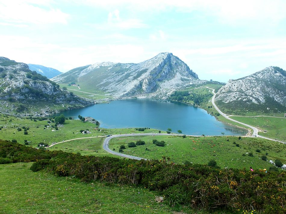 Asturias Lagosdecovadonga Nature Photography Nature Beauty In Nature Mountain Water Lake Sky Scenics