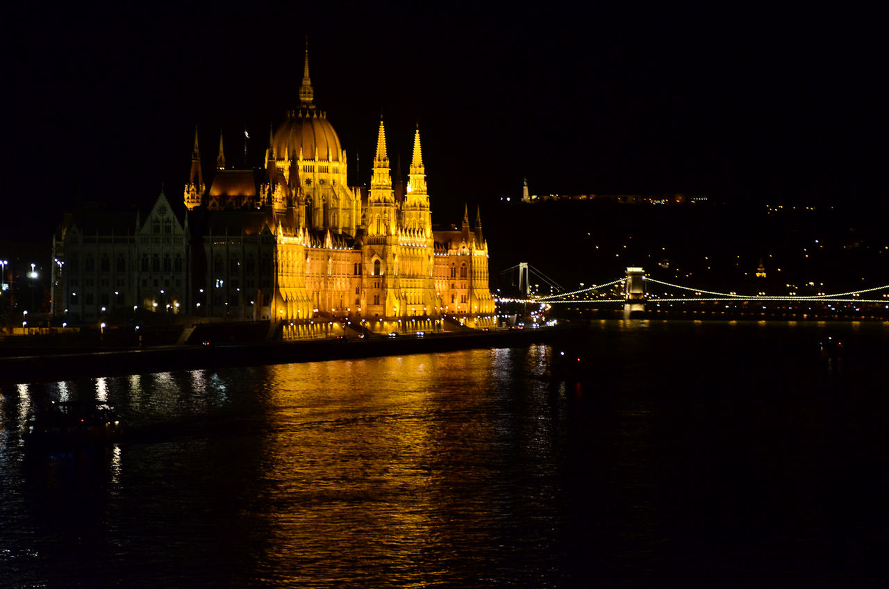 Budapest Engineering Famous Place Night Parlament Parlament Budapest Budapeste Hungary Hungria Gold Yellow