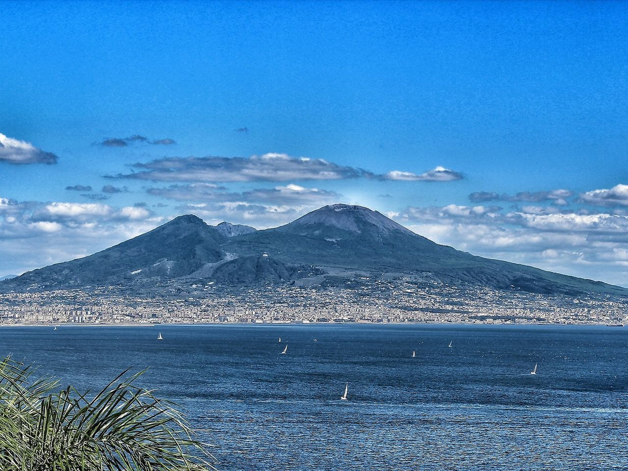 Napoli Napolipix Napoli ❤ Vesuvius  Vesuvio Landscape Beautiful City Vulcanology Beauty In Nature Sea Natural Beauty Vesuvio Da Lontano Naples, Italy
