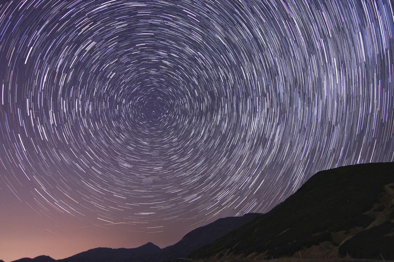 グルグル🌀なんかリフレッシュしたぞ~😂 銀河鉄道の夜♪ The Great Outdoors - 2017 EyeEm Awards Night Mountain Astronomy No People Star Trail Nature Outdoors Scenics Science Star - Space Sky Milky Way Constellation Beauty In Nature Galaxy Close-up おはよー😆今日もファイト👍