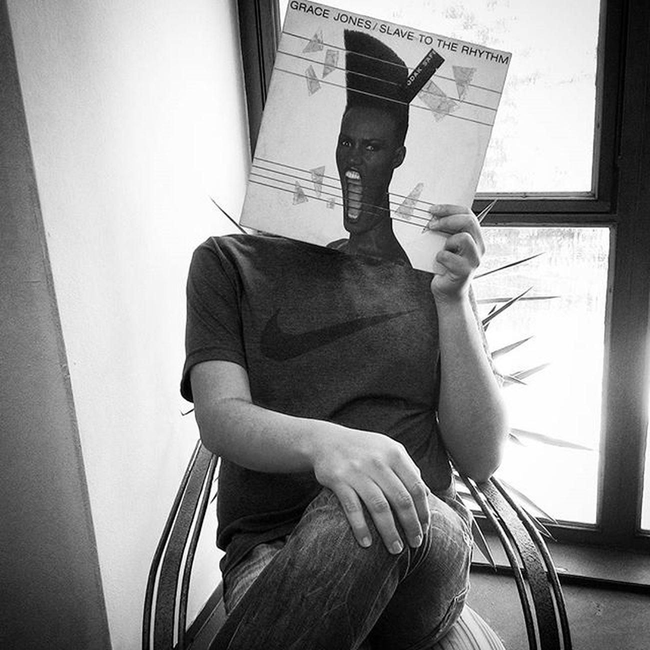 Slave To The Rhythm é um álbum fantástico, da espetacular Gracejones ... Com o toque do Trevorhorn na produção, ainda por cima, arrepia qualquer um... ;) Music Vinyl Vinil LP Retro Eighties Record Album Vinylcollector Records Vinyladdict Vinilforever