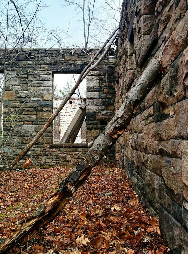 Everything's leaning? Abandoned Buildings Urban Exploration Rural Exploration Leaning Ruins