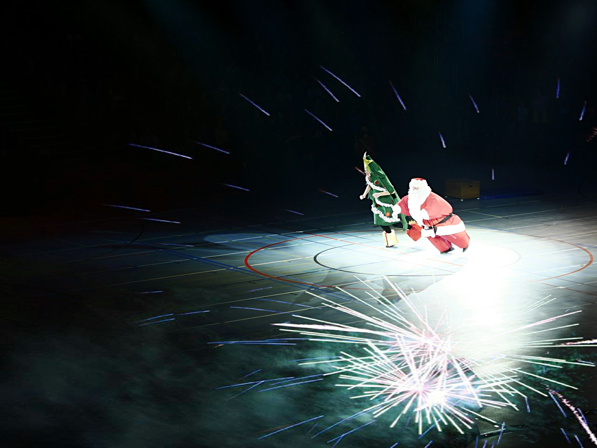 Moonwalk Santa - MAinLoveWithLife watching Santa Claus doing Weird Stuff in Beautiful Lighting #GX7