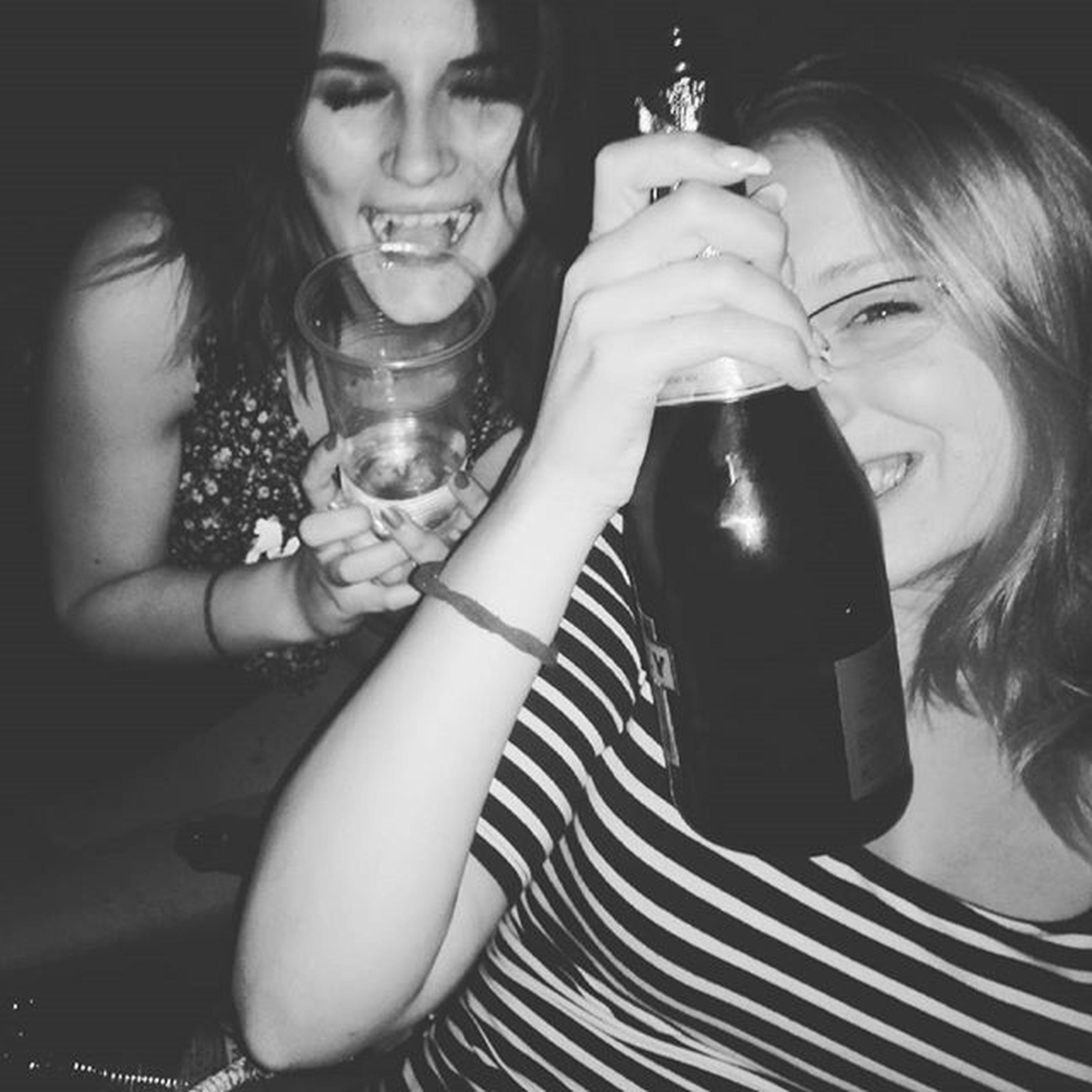 imadom 💞💞💞 Friend Party Night Chill Houseparty Drank Fun Mik Hungarygirls Classmates Boldogszulinapotjasi Orulazinninek Love
