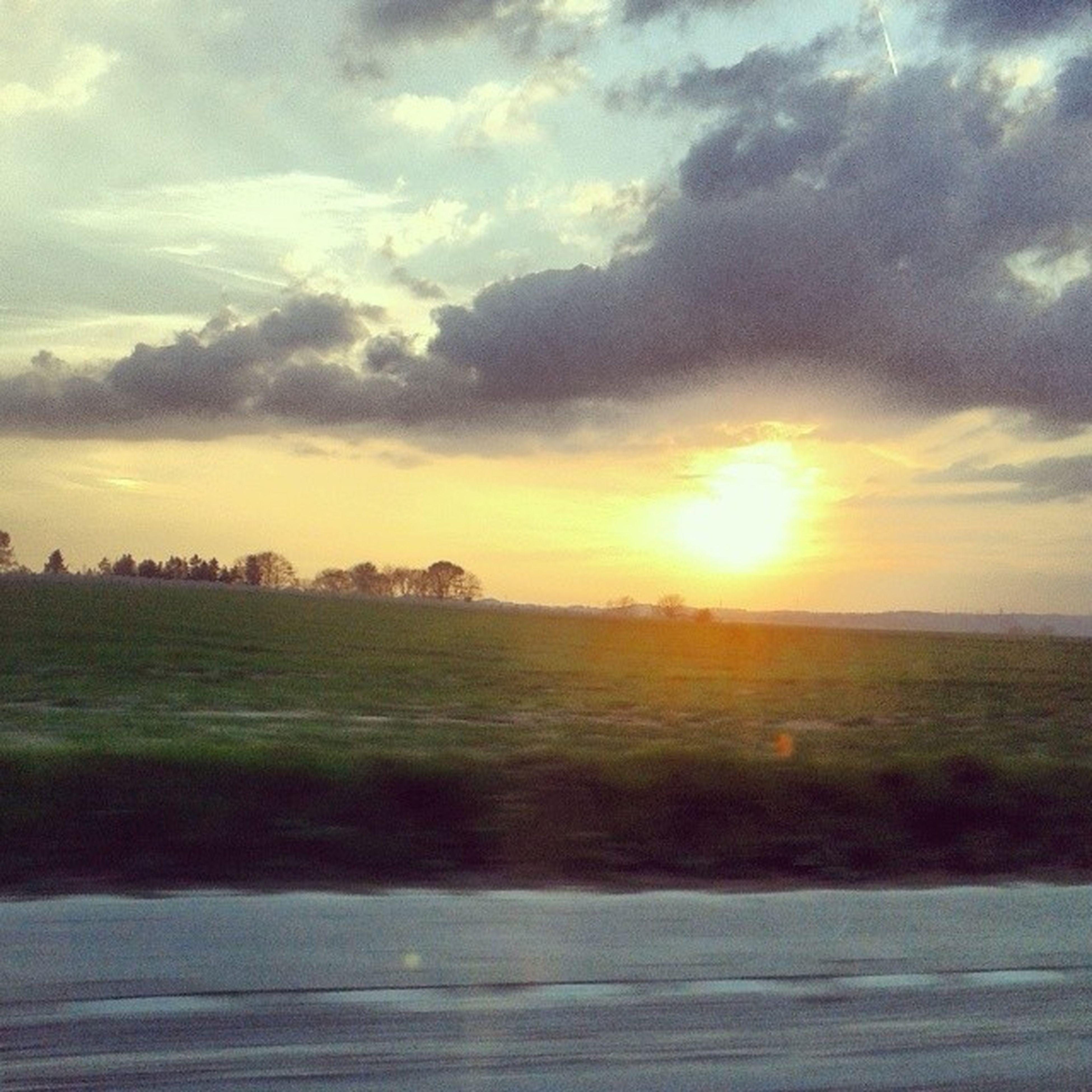 sunset, sky, cloud - sky, landscape, sun, tranquil scene, scenics, field, tranquility, beauty in nature, nature, cloudy, cloud, sunlight, sunbeam, idyllic, grass, rural scene, horizon over land, outdoors