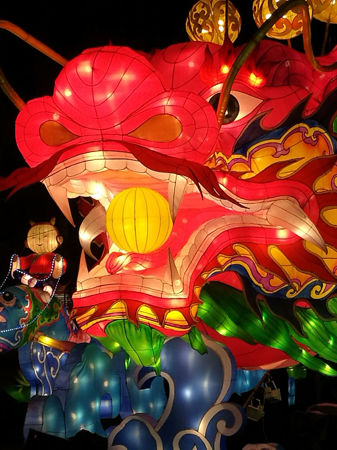 Fête des Lumières 🐲 Lovely dragon Cultures Chinese Lantern Chinese Lantern Festival Red Lantern Outdoors Sky Day Celebration Large Group Of People Technology Celebration Chinese Event Party Time Party Dragon Light Fete Des Lumieres Lyon Famous Tourist Attractions Mycity Lights Night Nightlife