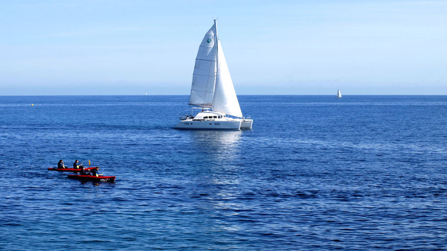 Sea Nautical Vessel Horizon Over Water Sailboat Sailing Buoy Summer Tranquility Transportation Outdoors Lighthouse Vacations Blue Day Sky Water Sport Sailing Ship People Yacht Le Var Unclicheunclindoeil The Great Outdoors - 2017 EyeEm Awards Sommergefühle
