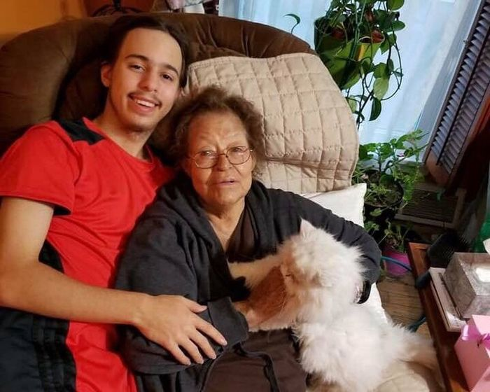 I miss these lovely angels. Everyone they touched does. There's just no way to describe it 😥 #abuelita #bibi #losquieromucho Bibi Abuelita