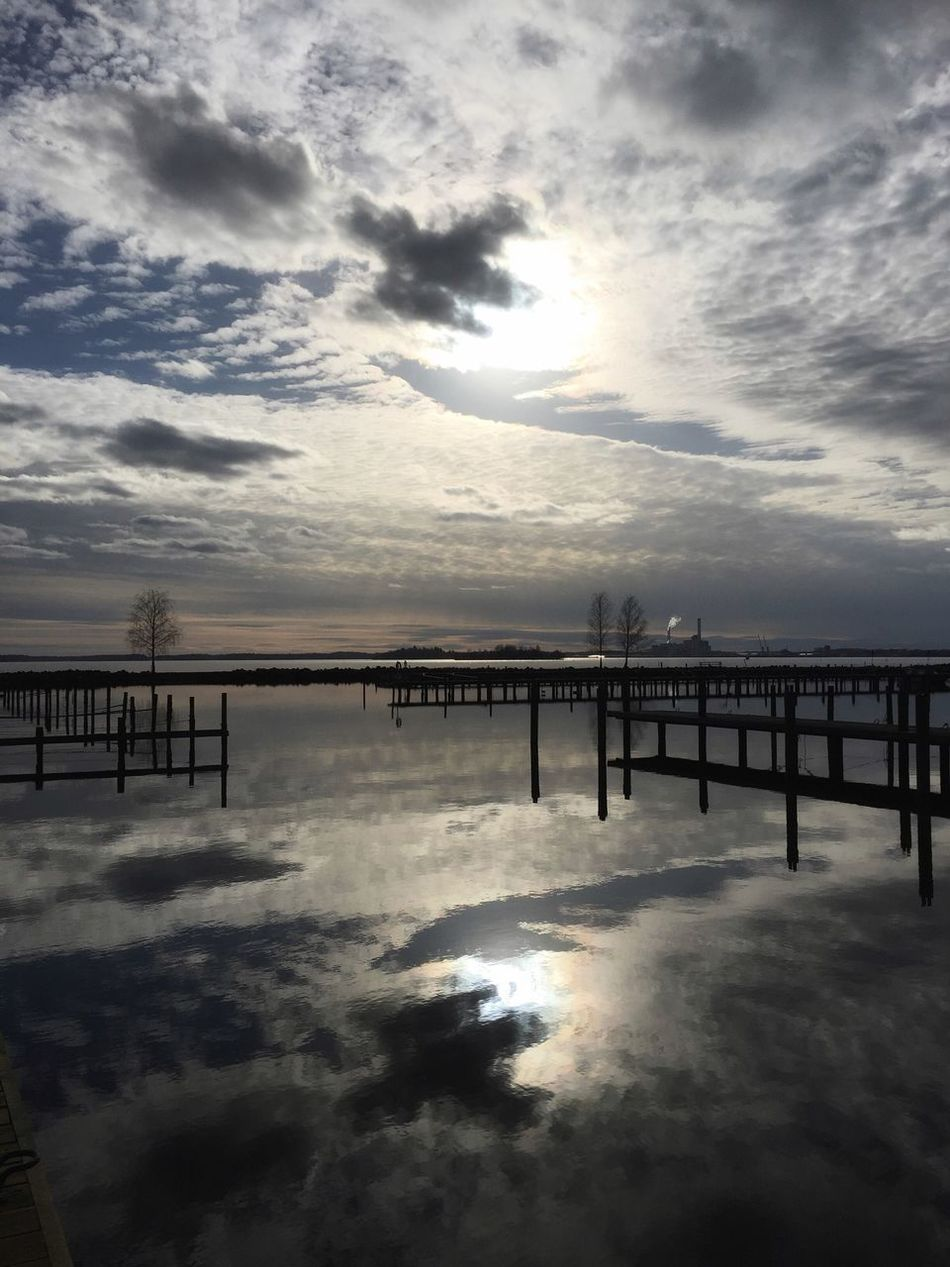 Sky Water Cloud - Sky Reflection Tranquil Scene Tranquility Idyllic From My Point Of View City Life Sunlight Good Afternoon
