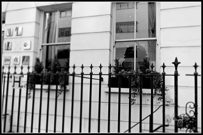 Daleks? In a townhouse in Fitzrovia... where is the Doctor? What are they up to on earth? Black And White Blackandwhite Dalek Daleks Dr. Who Dr. Who? Fujifilm_xseries Hiding From The World London Monochrome Xt1