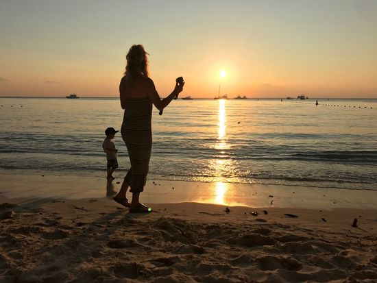 EyeEm Selects Sunset Beach Two People Real People Sea Vacations Sand Leisure Activity Scenics Nature Love Lifestyles Full Length Beauty In Nature Tourism Water Togetherness Fun Enjoyment Sun Gerrits