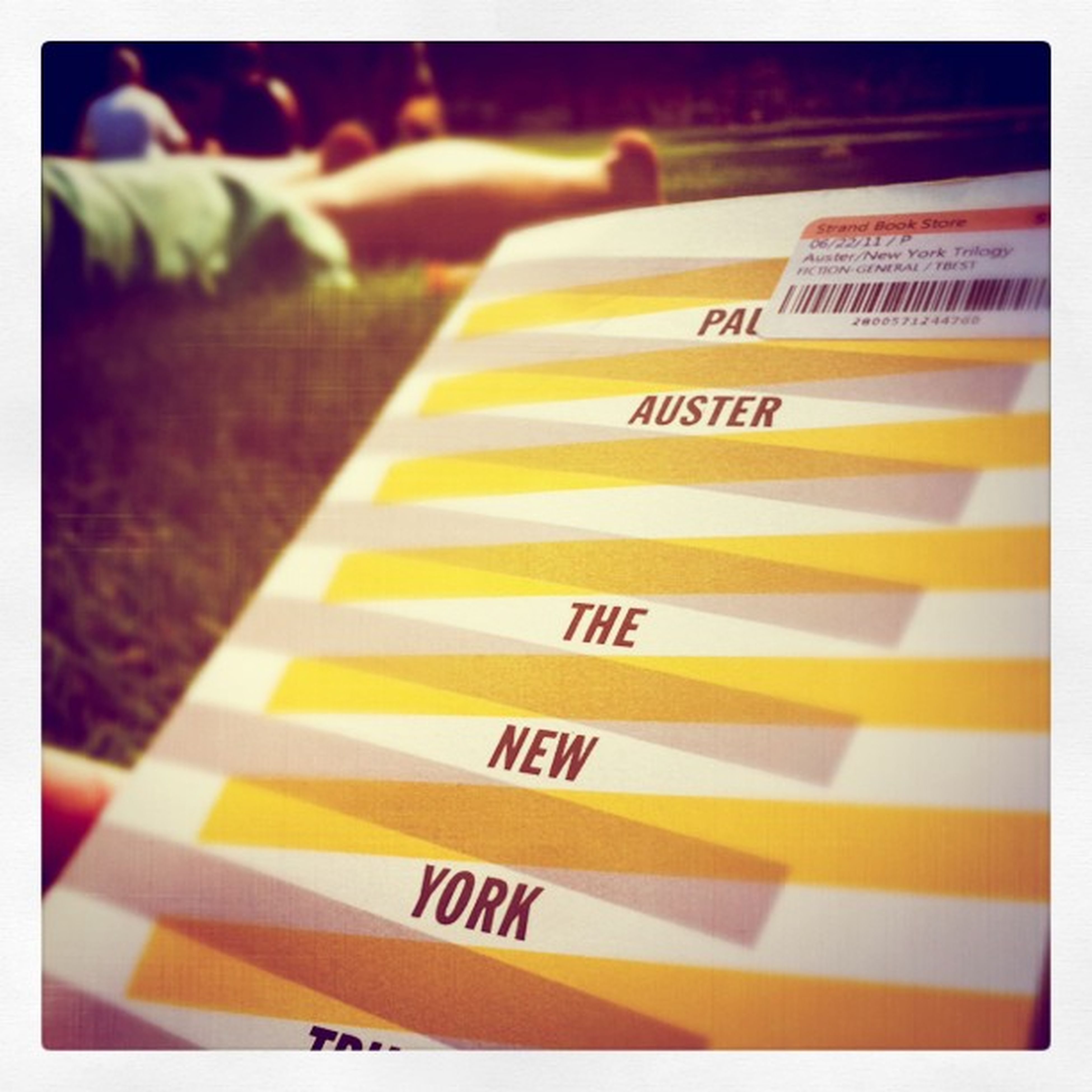 Beer Weekend Summer Sunshine Reading Chill Relax Mystery Park Book Front Newyork Literature Cover Novel Paulauster Strandbooks Newyorktrilogy Paperback