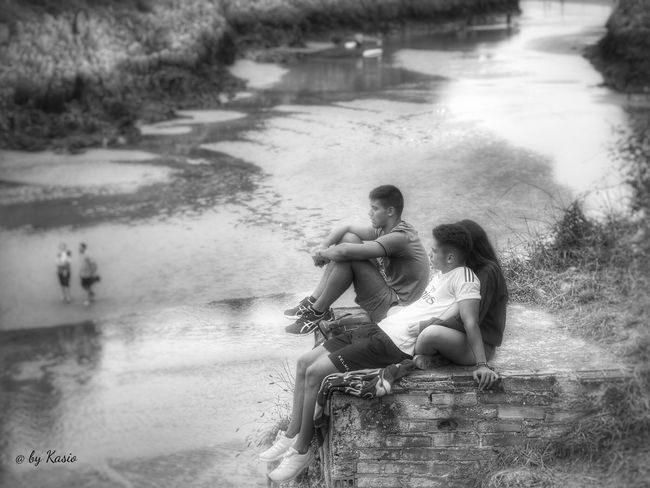 Casual Clothing Sitting Relaxation Day Tranquil Scene Waterfront EyeEm Best Shots Capture The Moment Water_collection The Great Outdoors - 2016 EyeEm Awards Outdoors Non-urban Scene EyeEm Best Edits Candid Photography