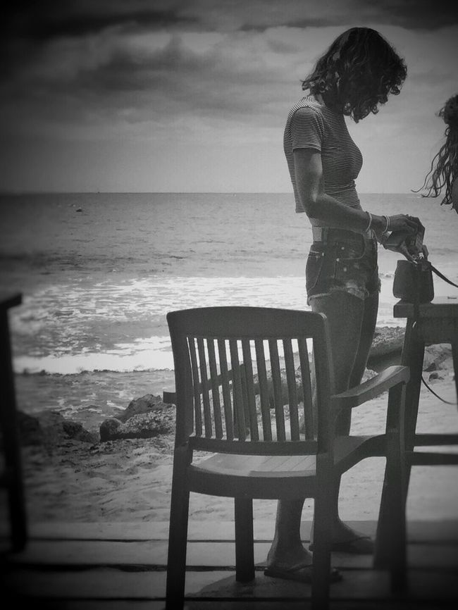 Relaxing Blancoynegro Streetphoto_bw Beach Street Life Blackandwhite Street Monochrome Girl Girls Walking Around Flaneur Enjoying Life Streetphotography IPhoneography NEM Black&white AMPt - Street Life In Motion